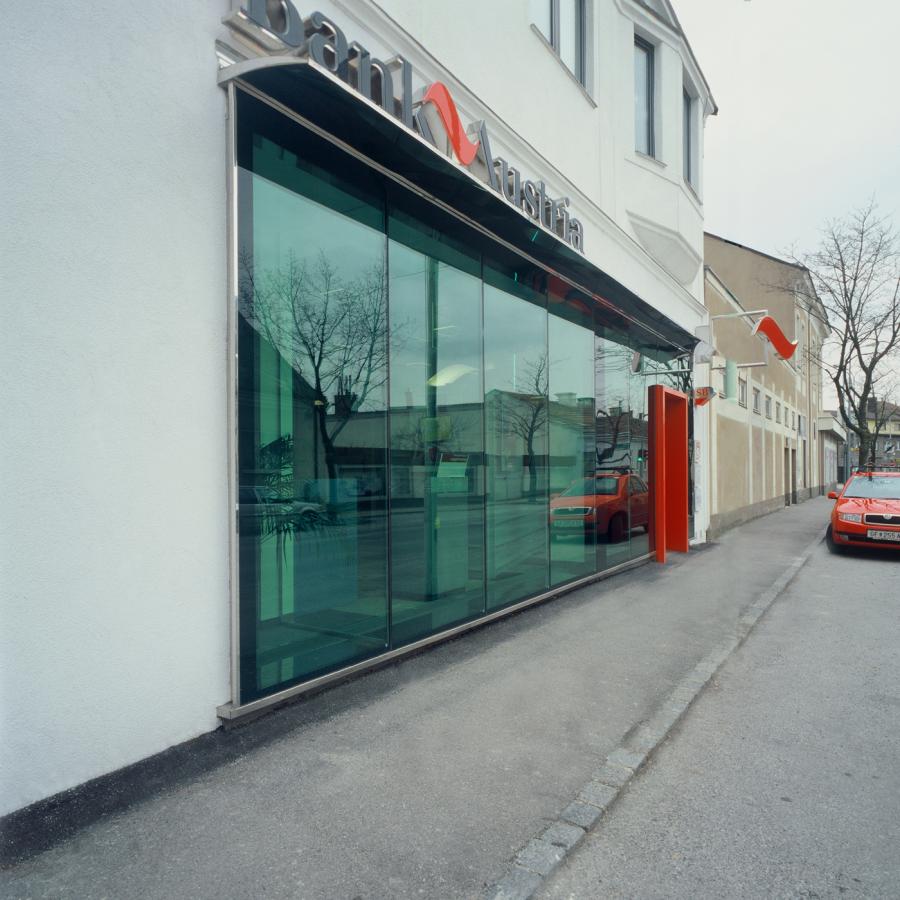 GMMK . Gert M. Mayr-Keber ZT GmbH . 1999 . Bank Austria Deutsch Wagram . Photography by Elisabeth Mayr-Keber